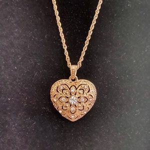 AVON Vintage Heart Necklace (New In Box)